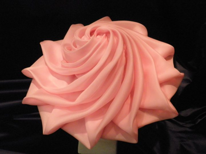 Thomas von Nordheim - Large hat in carnation pink silk organza