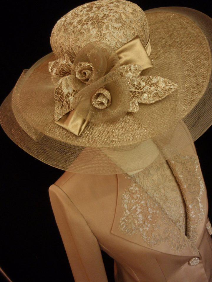 Thomas von Nordheim - Wedding hat in taupe sinamay, metallic lace and crin