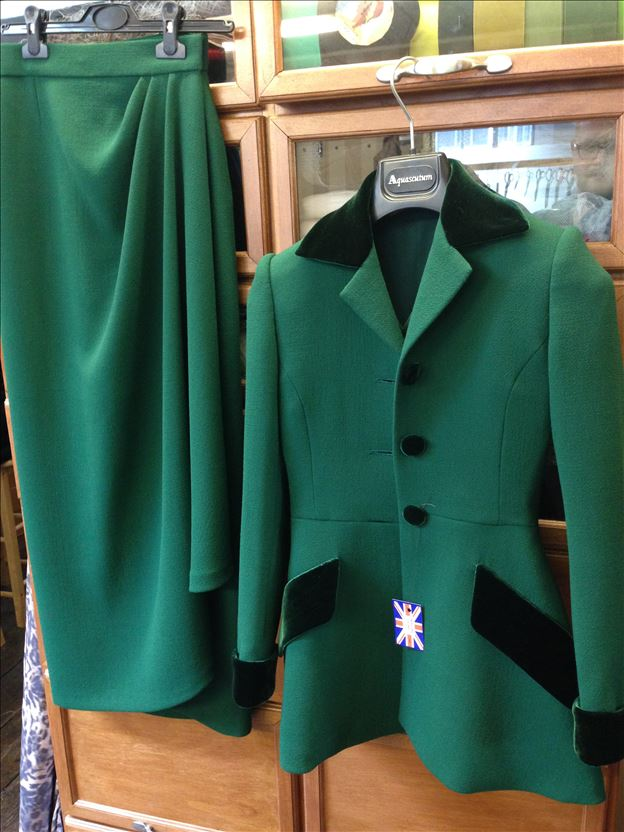 Suit in billiard green double wool crepe trimmed with velvet